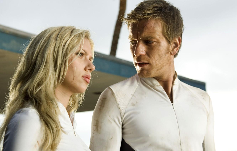 Scarlett Johansson and Ewan McGregor in The Island (2005)